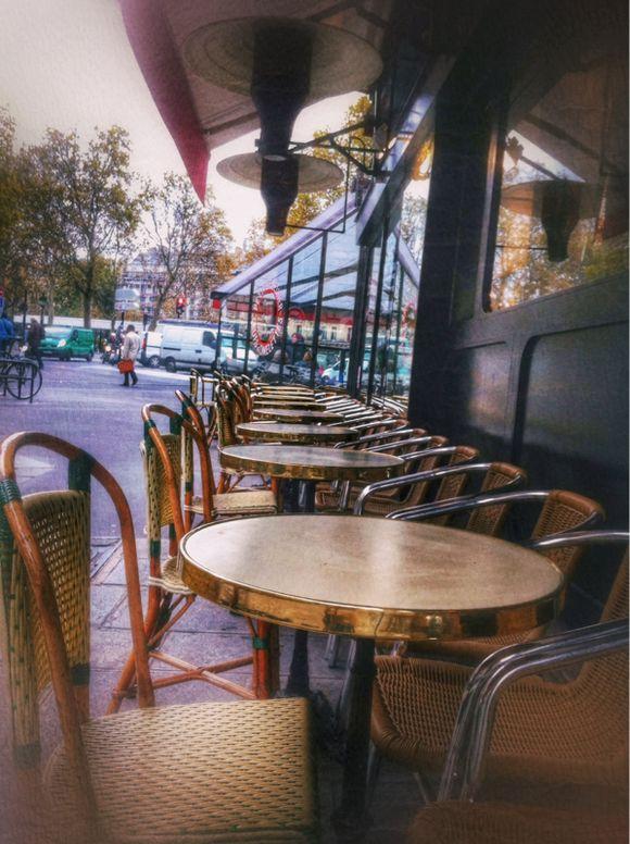 Paused Café