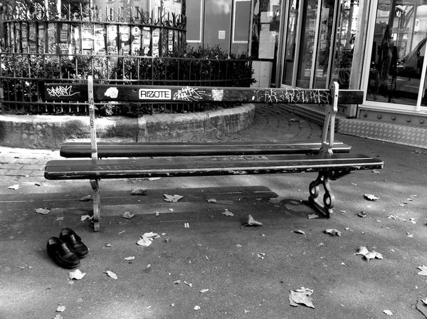 Bench_shoes_bw