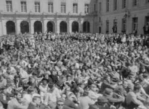 604 - MANIFESTATION DU 13 MAI 1968 A LA SORBONNE_Photos_CineA-1968-604-R-Manif13Mai68-3_11.png